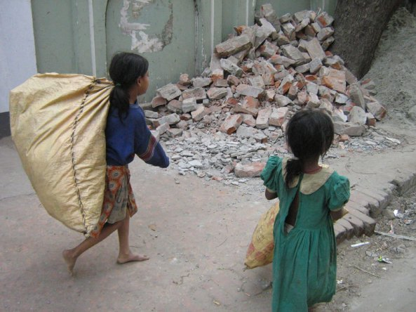 VIETNAM_-_street_child